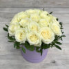 Шляпная коробка с 19 белыми розами