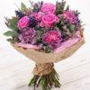 Букет из гвоздик, роз, эвкалипта, лаванды и лимониума