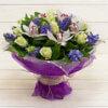 Букет из роз, гиацинтов, орхидей в упаковке из сетки