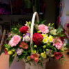 Корзинка с розами, эустомой, альстромерией, хризантемами и декоративной зеленью