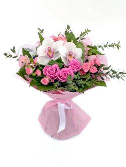 Букет из орхидей, роз, альстромерий, роз кустовых, эвкалипта и декоративной зелени