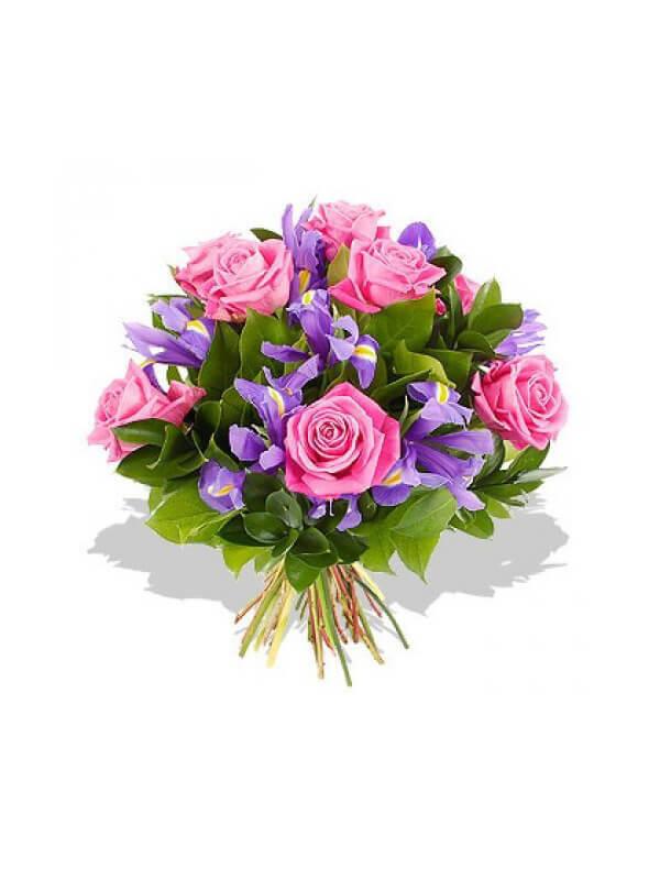 Букет из розовых роз, ирисов и декоративной зелени