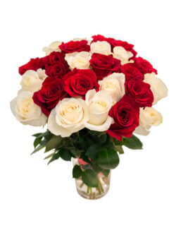 Букет из красно-белых роз в ассортименте