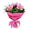 Букет из розовых орхидей и декоративной зелени в крафтовой упаковке