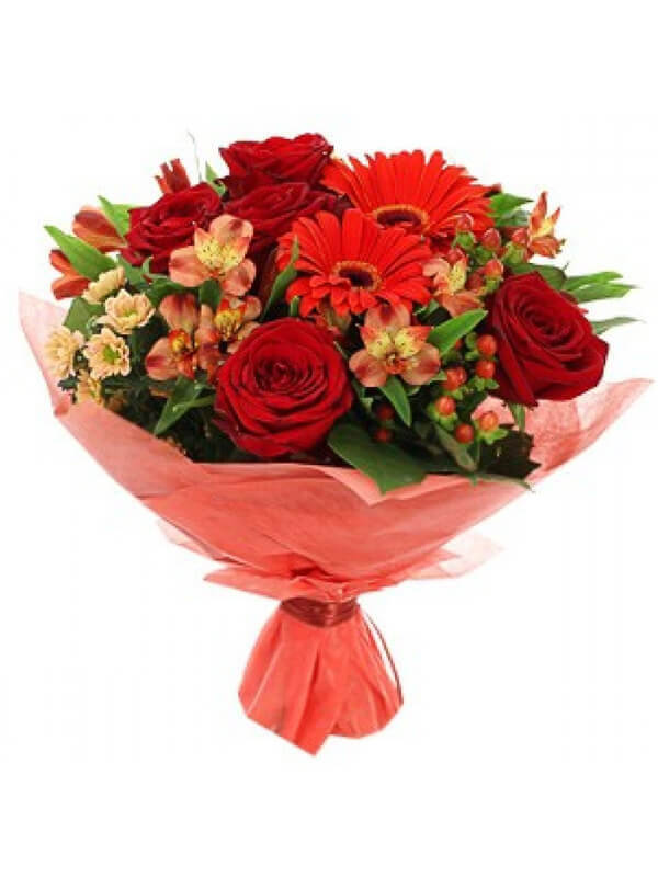 Букет из роз, гербер, альстромерий, гиперикума, хризантем и декоративной зелени