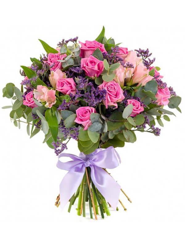 Букет из прекрасных роз, альстромерий и декоративной зелени