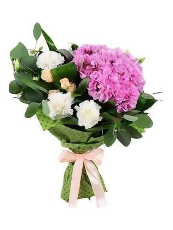 Букет из гортензии, гвоздики и кустовой розы с эвкалиптом и аспидистрой