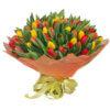 Букет из тюльпанов желтого и красного цвета в упаковке из фетра