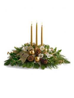 Новогодняя композиция из елки и свечек