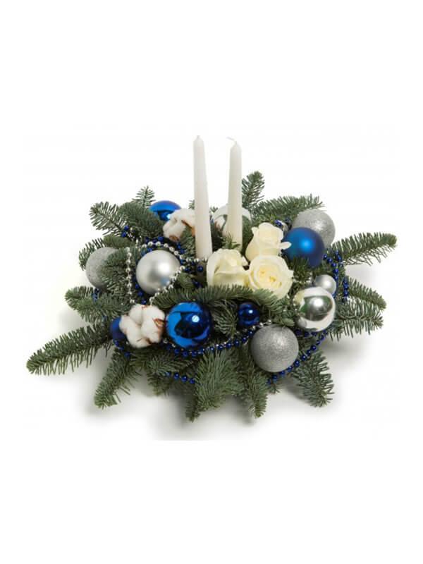 Новогодняя композиция из нобилиса, свечек и декора