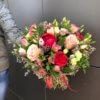Букет из пионов, роз, альстромерий и декоративной зелени