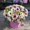 Шляпная коробка с хризантемами цвета микс