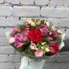 Букет из роз, кустовой хризантемы, лизиантуса, альстромерии и декоративной зелени