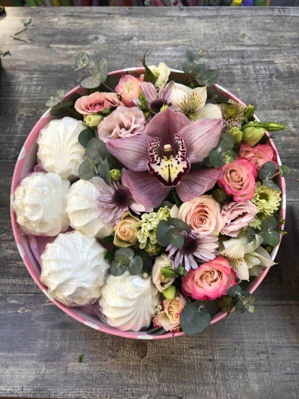Коробочка с цветами и зефиром - орхидея, роза, хризантема