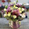 Букет с орхидеями, розами, тюльпанами и эвкалиптом в крафтовой упаковке