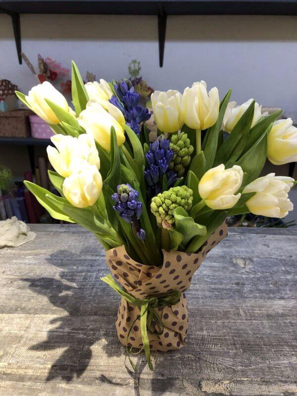 Букет из 15 тюльпанов и 6 гиацинтов