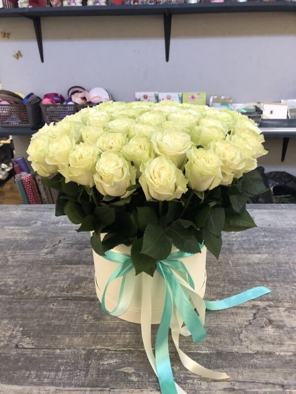 Коробка с 51 белой розой