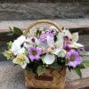 Корзина с орхидеями, кустовыми хризантемами, альстромериями и декоративной зеленью